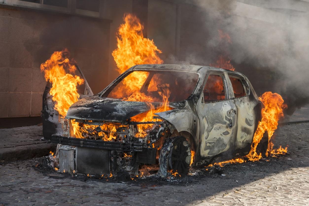 آتش سوزی خودرو و راههای مواجهه با آن