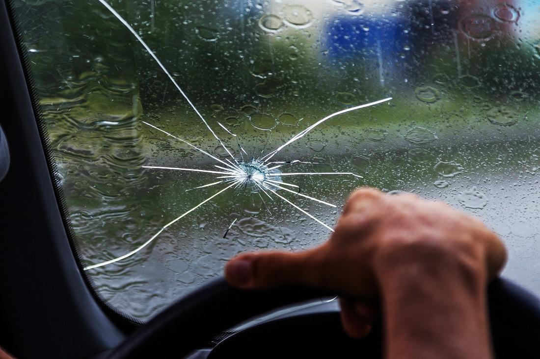 علت ترک خوردن شیشه ماشین و روش ترمیم آن
